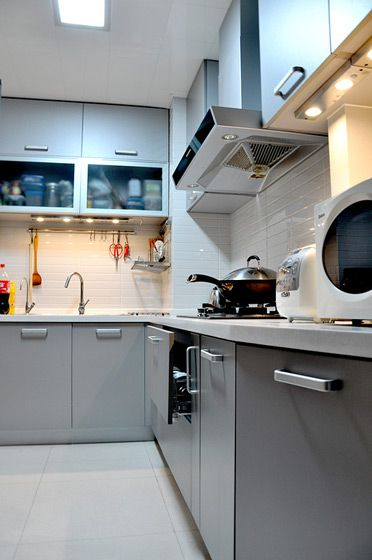 现代感十足的厨房装修效果图