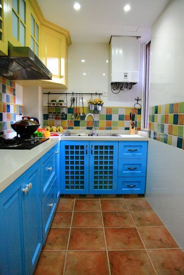 多彩厨房装修效果图