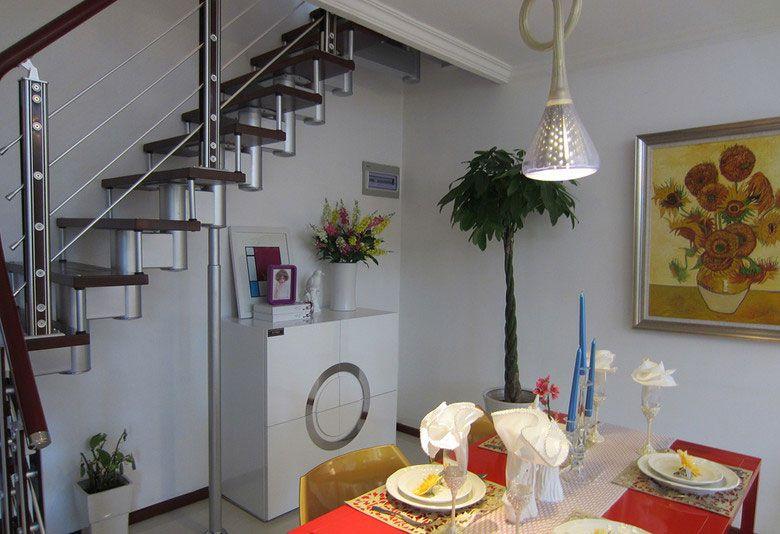楼梯下的餐厅装修效果图