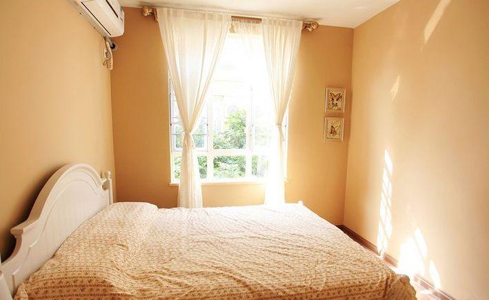 阳光充足的卧室装修效果图
