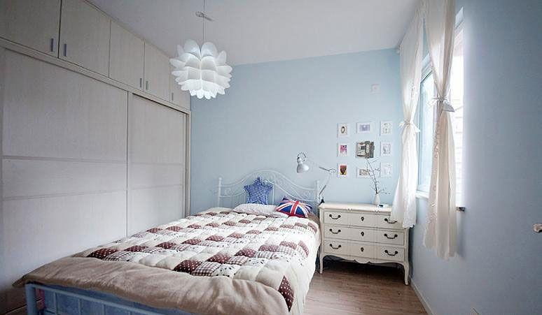 天空色的卧房装修效果图图片
