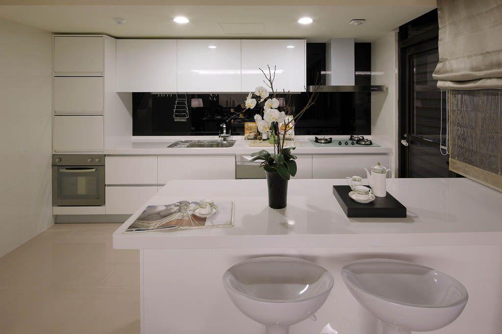 开放式简约厨房装修效果图