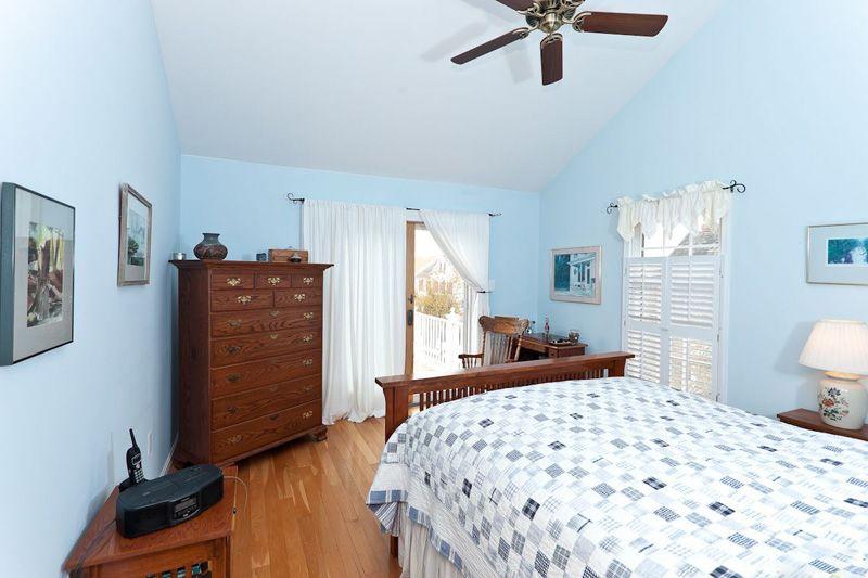 蓝色调主卧房装修效果图